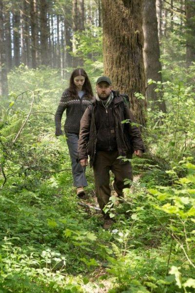 Leave no trace, weduwnaar Will (Ben Foster) en zijn 13 jarige dochter Tom (Thomasin Harcourt McKenzie).