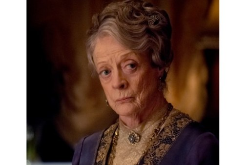 Downton Abbey blinkt ook uit in dialogen. Zoals de ijzige toon van Lady Violet, (de 84-jarige Maggie Smith) © 2018 FOCUS FEATURES LLC. ALL RIGHTS RESERVED.