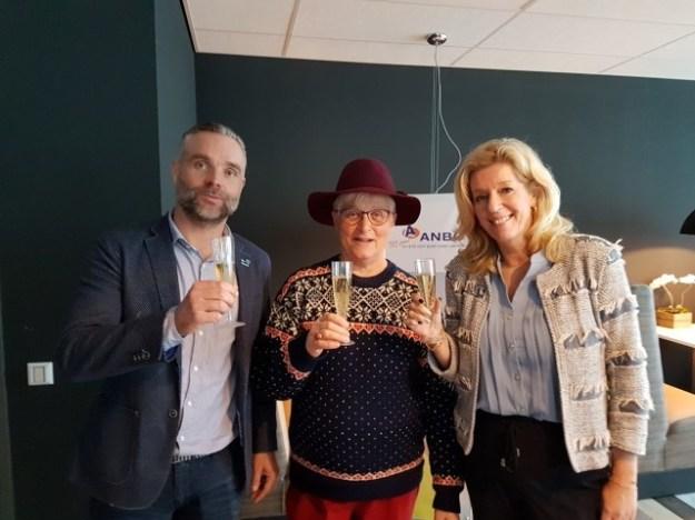 ANBO viert zijn 120e verjaardag. Ik feliciteer Jurriën Beerda (hoofdredacteur ANBO magazine) en Liane de Haan (directeur-bestuurder ANBO)