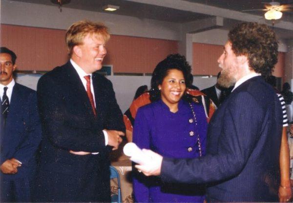 Majesteit, herinnert u zich nog Gustave Nouel.?Hij ontmoette u voor het eerst in 1993 op Aruba, bij een expositie van hem in het Sporthotel, tijdens de Koninkrijk-spelen.