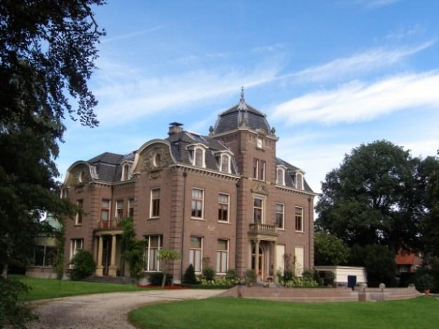 Doofpotaffaire De Baarnse moordzaak, de villa van de familie Henny en Conservatrix een bedrijf in levensverzekeringen,