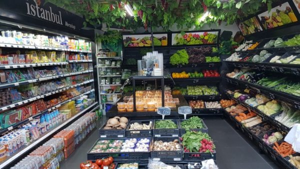30 kilo aubergines en nog veel meer bij versshop Istanbul Haarlem