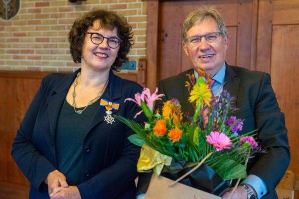 Burgemeester Gregor Rensen is trots op zijn vrouw Margit van der Steen die een Koninklijke onderscheiding kreeg voor haar inzet