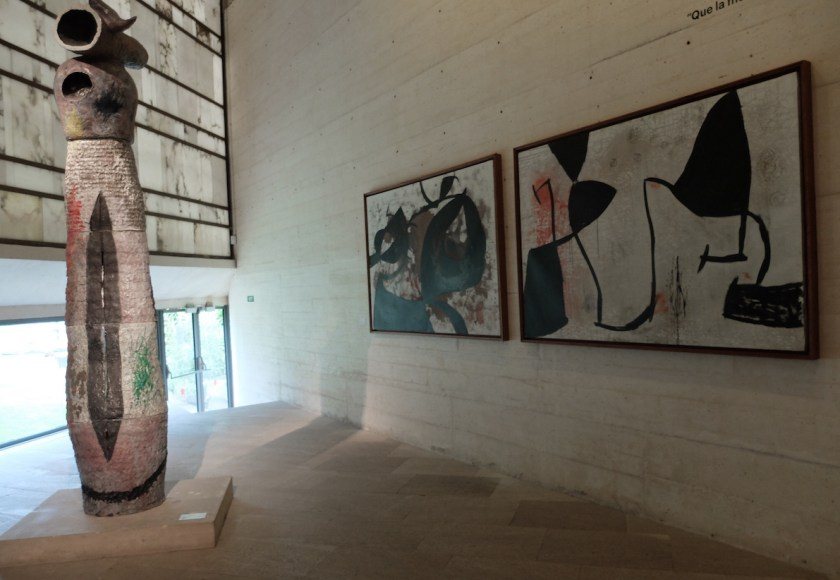 Moneo Building: museum van ruw beton met hier en daar marmeren platen en glas. Moneao architect en vriend van Miró.