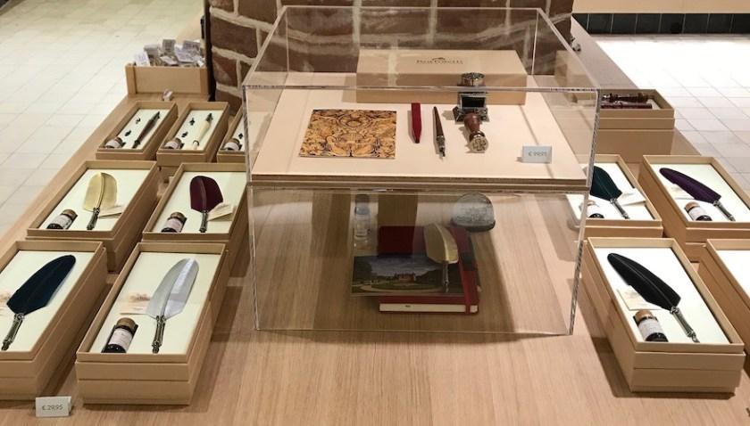 Luxury products zijn belangrijk voor de uitstraling van de kasteelwinkel.