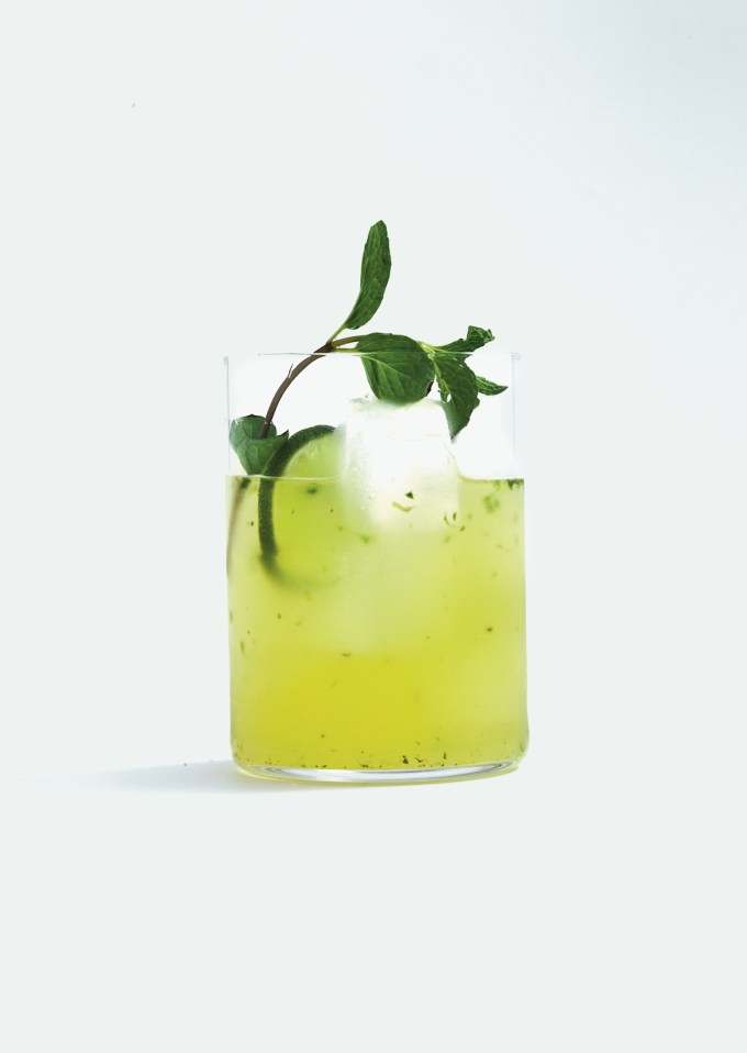 "Non-alcoholic mojito: mocktails ""width ="" 1200 ""height ="" 1691 ""/> </figure data-recalc-dims="
