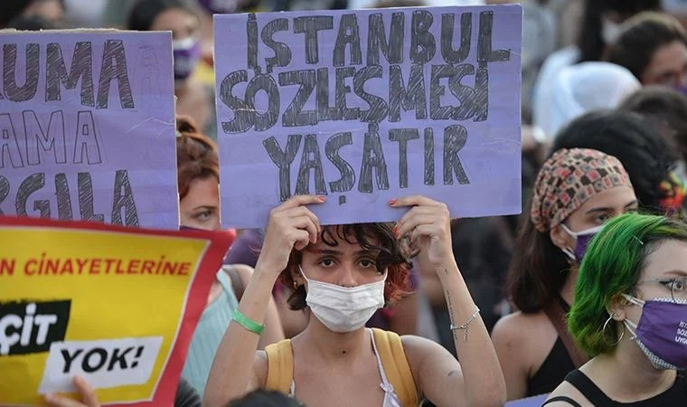Kadınlar sözleşmeden vazgeçmiyor: İstanbul Sözleşmesi'nin maddeleri teker  teker okunuyor!
