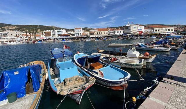 Foça'da kaçak av tepki: Balıklar büyümeden yakalanıyor