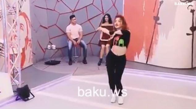 """Azərbaycanlı qız efirdəki rəqsi ilə interneti """"partlatdı"""" -VİDEO"""