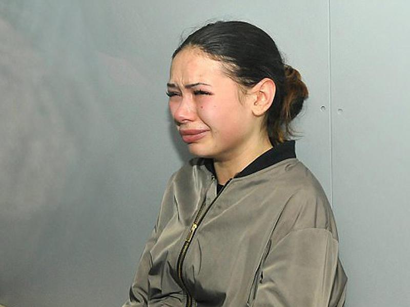 """5 nəfəri öldürən milyonçu qızı məhkəmədə ağladı: """"Ata həbsxanaya düşmək istəmirəm!"""" – VİDEO"""