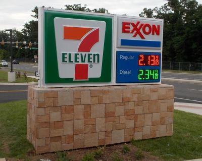 7-Eleven Exxon Monument2