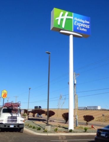 Holiday Inn Express& Suites Pylon