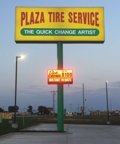 Plaza Tire - Pylon