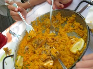 Like I said, sorry for the awful photos, but I want to show how big the paella was!