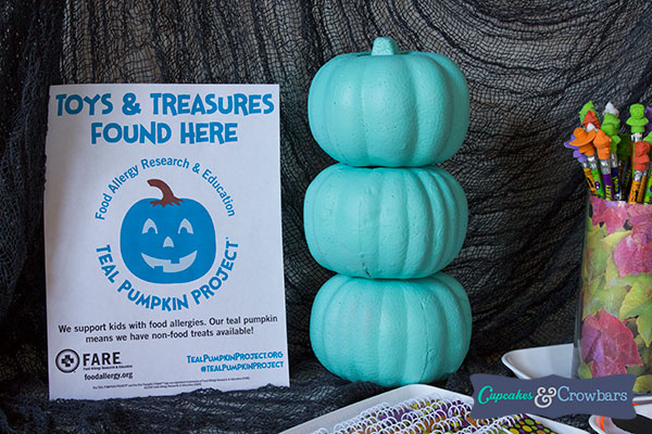 teal pumpkin food allergy sign