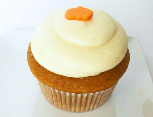 Pumpkin Cupcakes with Cream Cheese Frosting | www.cupcakesandthecosmos.com