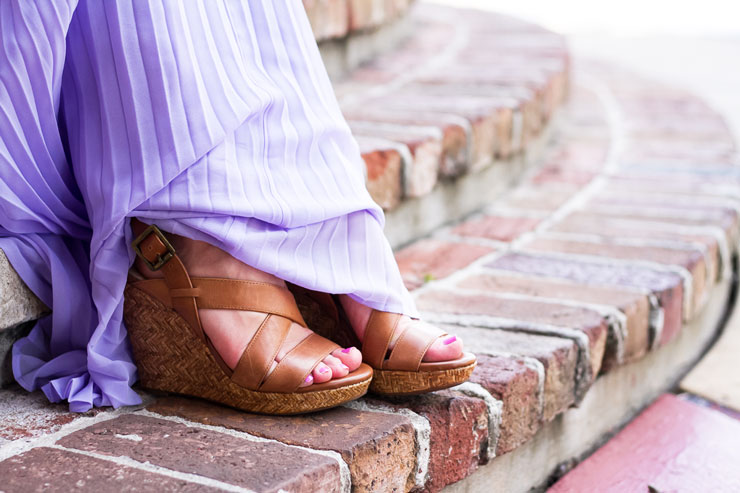 Lavender pleated dress at Kemah Boradwalk in Houston, Texas | www.cupcakesandthecosmos.com