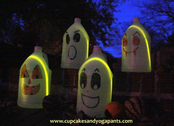 Easy Halloween Craft: Jug Ghosts, Pumpkins and Vampires