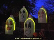 Easy Halloween Craft: Jug Ghosts, Pumpkins and Vampires