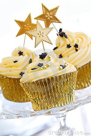 30 Fascinating New Year Cupcakes   Cupcakes Gallery 29Starry New Year Cupcakes