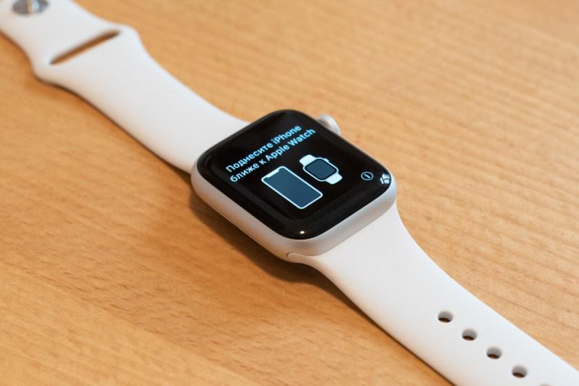 Apple Watch (Series 4): mit Armband