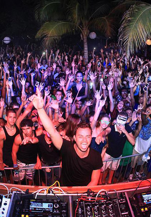 Full Moon Party at Kokomo Beach Curacao