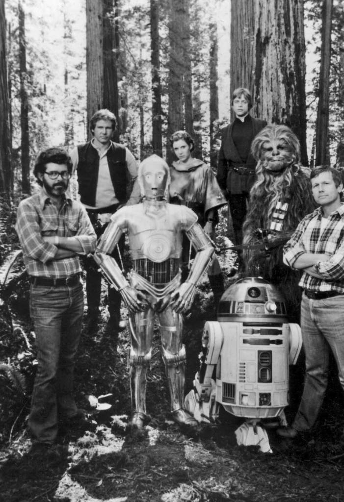 George-Lucas-Harrison-Ford-Anthony-Daniels-Carrie-Fisher-Kenny-Baker-Mark-Hamill-Peter-Mayhew-and-Richard-Marquand-on-the-set-of-Return-Of-The-Jedi