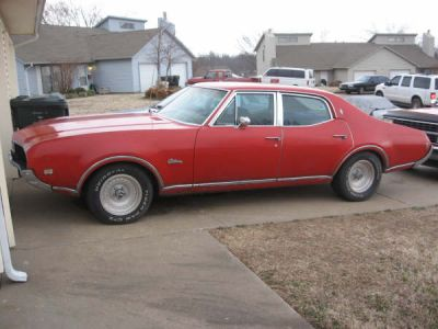 Olds Cutlass 1969 sedan