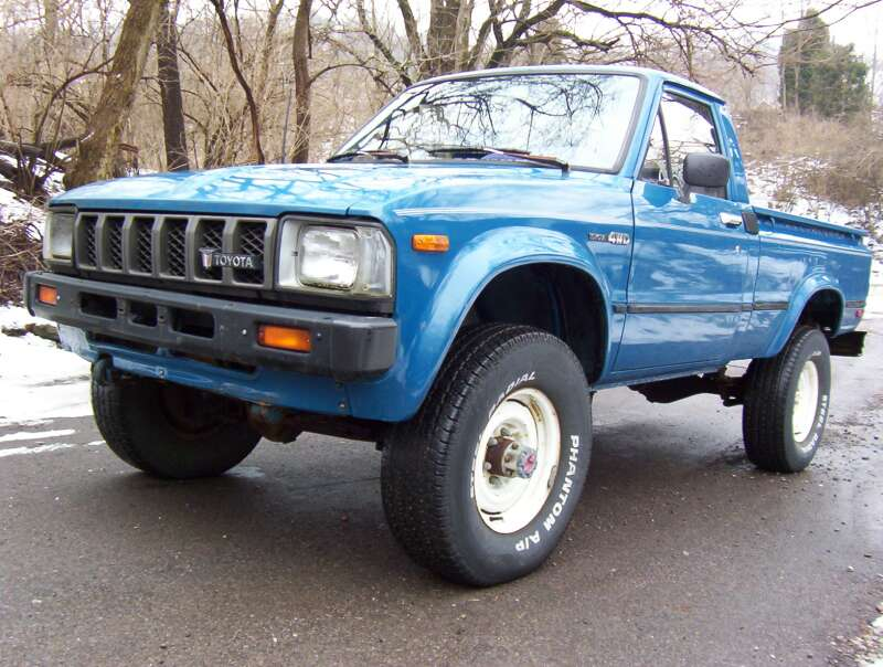 cars of a lifetime 1982 toyota 4 4 pickup how the japanese do four wheel drive. Black Bedroom Furniture Sets. Home Design Ideas