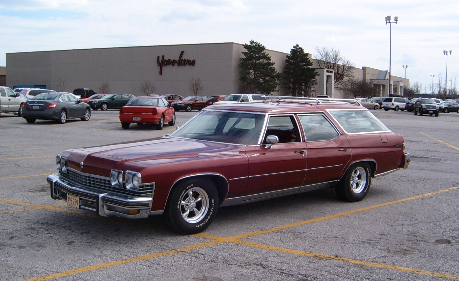 curbside classic 1974 buick estate wagon hold the fake wood please. Black Bedroom Furniture Sets. Home Design Ideas