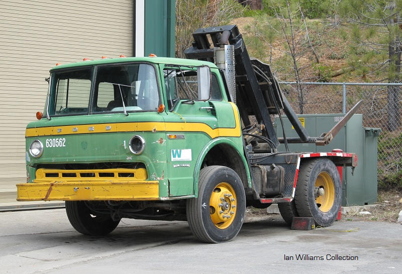 """IMCDb.org: 1968 Ford C-Series in """"Magnum, P.I., 1980-1988"""""""