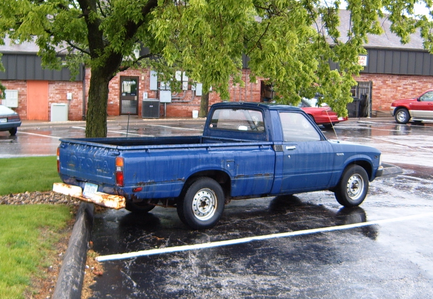 curbside classic 1982 toyota truck when compact pickups roamed the land. Black Bedroom Furniture Sets. Home Design Ideas