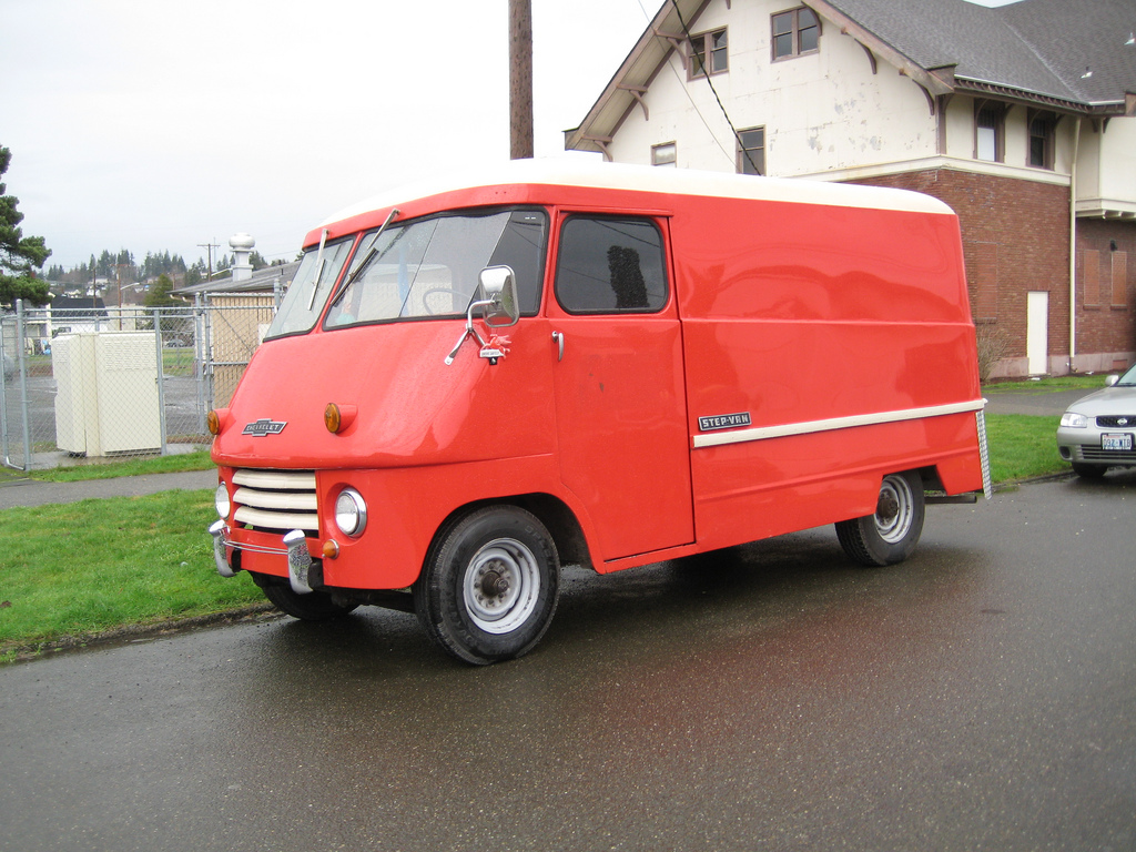 cohort classic chevrolet step van with a windshield problem thanks to the ultravan. Black Bedroom Furniture Sets. Home Design Ideas