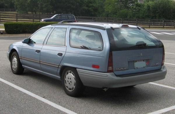 2nd-Ford-Taurus-GL-wagon-rear