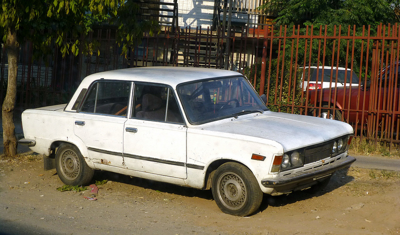 cohort classic polski fiat 125p spotted in chile a long way from home. Black Bedroom Furniture Sets. Home Design Ideas