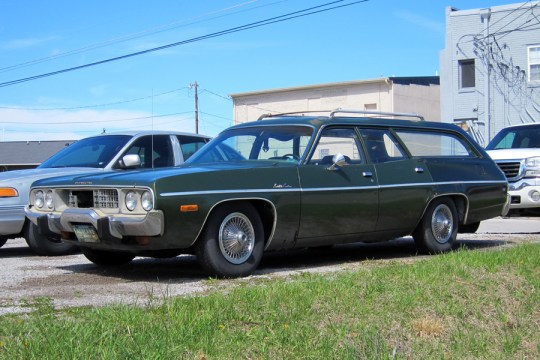 73PlymouthSatelliteWagon1jg