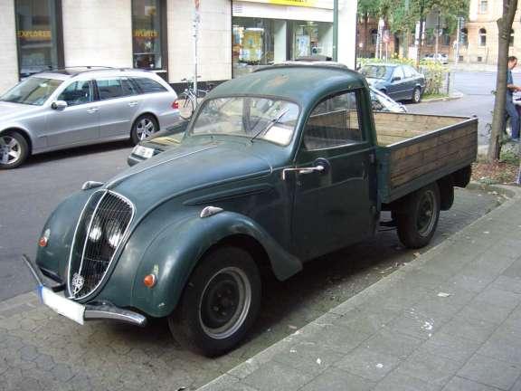 Peugeot 202 Pickup_1938-1940_frontleft_2008-08-06_U