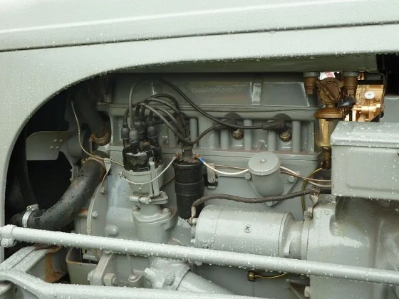 Standard engine,_plug_side_of_head,_Ferguson_TE20_tractor
