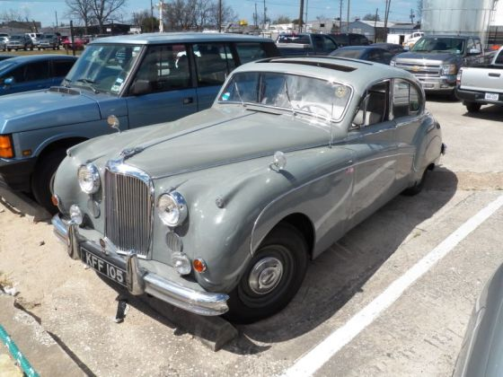 pic002 Jaguar Mark IX front 3_4