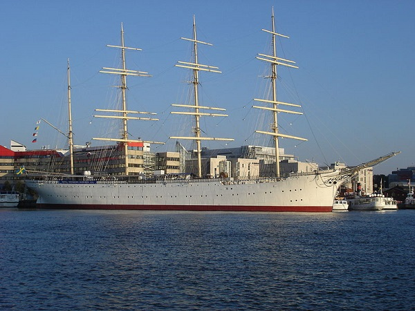 800px-Barken_viking_gothenburg_20051011