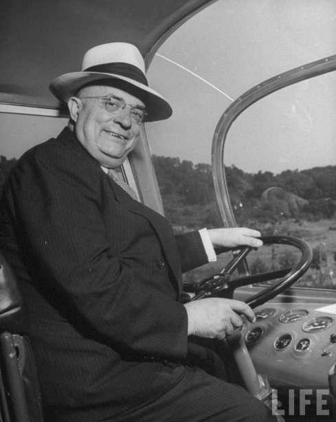 Kaiser-bus-1946-HJK