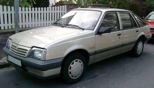 Opel_Ascona_C_front_20071004