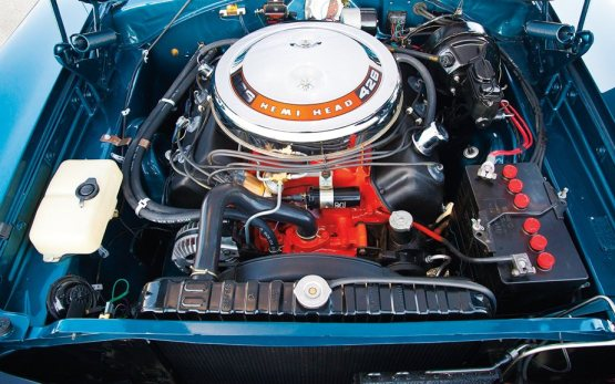 Dodge 1968 Charger-RT-426-Hemi-engine-2