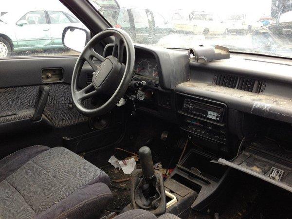 1989 Suzuki Swift GT interior