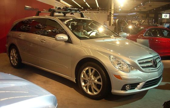 800px-'08_Mercedes-Benz_R-Class_(Montreal)