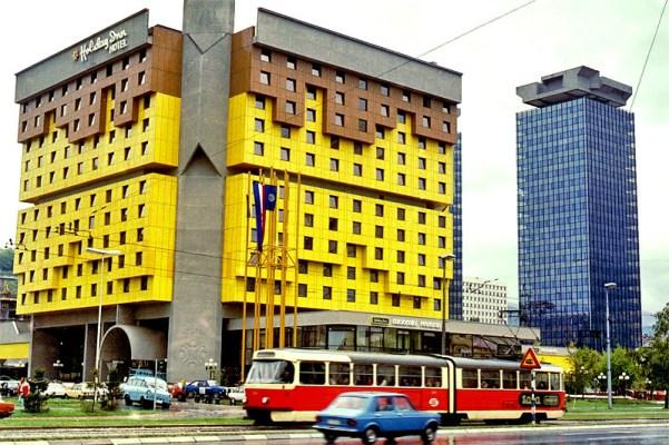Sarajevo_Tram_Holiday-Inn_1980s_01