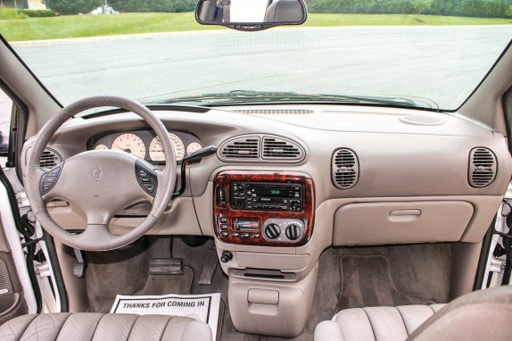Chrysler NS minivans dash