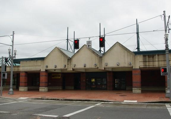 Greyhound _bus_station_-_Portland,_Oregon
