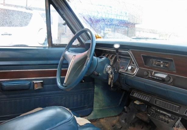 Q 74 Dart interior