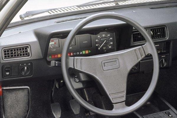 Volvo 300 interior